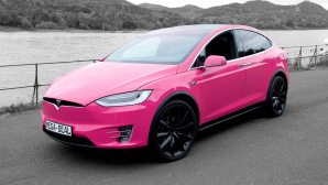 Tesla Model X in Magenta © Tesla, Deutsche Telekom