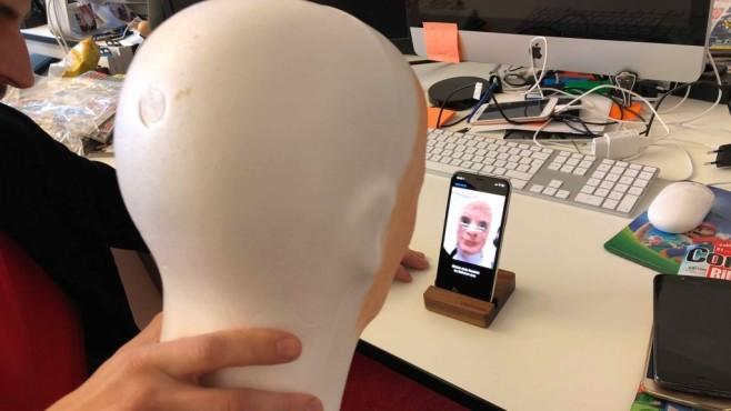 iPhone X ausgetrickst: Klitschko haut Face ID um! Die ersten Knackversuche im Labor widerstand die Face ID-Kamera. Noch ... ©COMPUTER BILD