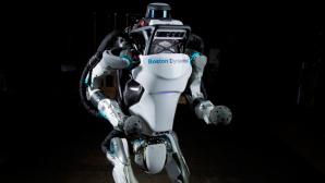 Atlas: Humanoider Roboter steht den R�ckw�rts-Salto ©Boston Dynamics