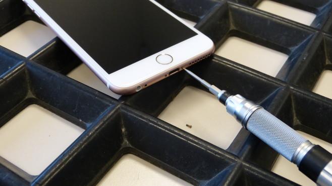 iPhone 6S Akku-Wechsel ©COMPUTER BILD
