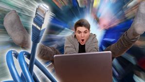 Schnelles Internet Laptop Heranwachsender ©Klaus Eppele – Fotolia.com, Thomas Renz – Fotolia.com