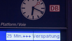Deutsche Bahn: Anzeige am Bahnhof ©dpa Bildfunk