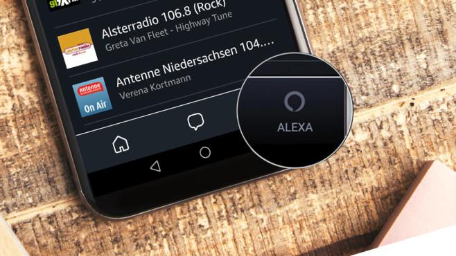 Amazon Alexa App mit Alexa-Button©peshkova – Fotolia.com