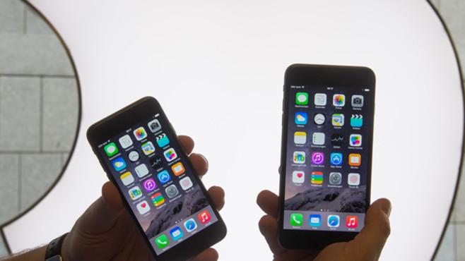 Zwei iPhones von Apple ©dpa-Bildfunk