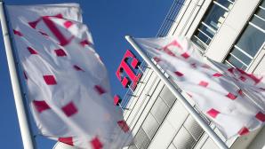Fahnen mit Telekom-Logo ©Telekom