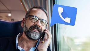 Mann telefoniert mit Handy ©iStock.com/Vesnaandjic