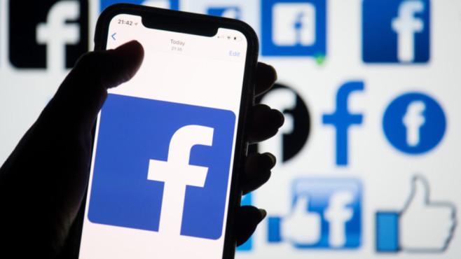 Facebook-Logo auf Handy ©dpa-Bildfunk