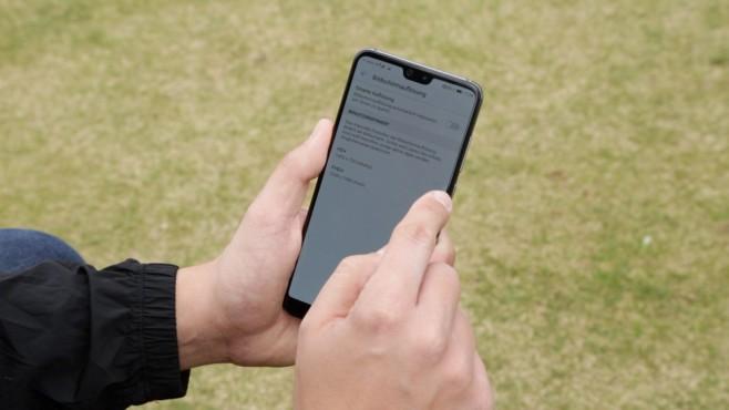 """Huawei P20 (Pro): Die besten Tipps und Tricks Durch die """"smarte Auflösung"""" passt das System die Schärfe des P20 und P20 Pro automatisch an, spart dadurch kostbaren Akkusaft.©COMPUTER BILD"""