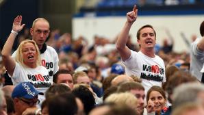 Fans mit Viagogo T-Shirt ©Christof Koepsel/gettyimages