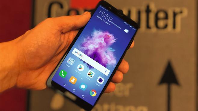 Huawei Y7 (2018): Test, Infos, Daten, Preis, Release Schicker, schärfer, schneller: Das ähnlich preiswerte Huawei P Smart ist im Vergleich mit dem Y7 (2018) die bessere Alternative. ©COMPUTER BILD