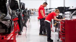 Tesla-Produktion ©Alexis Georgeson, Tesla