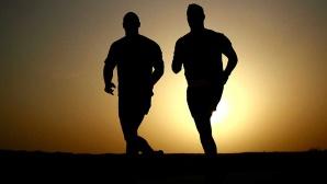 Zwei Männer laufen ©pixabay