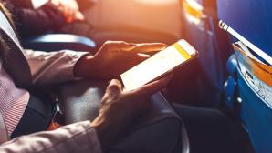 Smartphone-Nutzung im Flugzeug©iStock