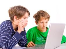 So überwachen Sie das Surfverhalten Ihrer Kinder Wissen Sie auf welchen Internetseiten Ihre Kinder ohne Aufsicht surfen? ©© goldencow_images - Fotolia.com