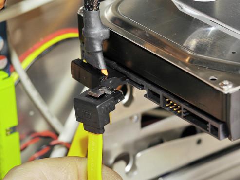 So bauen Sie Festplatten und Laufwerke ein S-ATA-Festplatten einbauen ©COMPUTER BILD