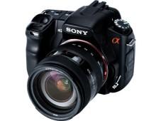 Mit Staubschutzsystem und Bildstabilisator: Die Sony Alpha 200.