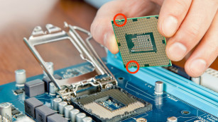 CPU einsetzen ©zavgsg – Fotolia.com