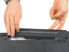 Windows XP: Notebook lässt sich nicht einschalten Nehmen Sie den Akku ihres Notebooks heraus.