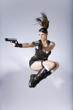 Lara-Croft-Model Alison Carroll: Sprung