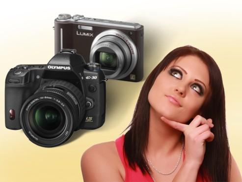 Frau mit Digitalkameras ©Benjamin Thorn - Fotolia.com