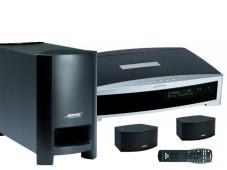Bose 3.2.1 GS: Media Center, Subwoofer und zwei Lautsprecher.