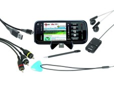 Nokia 5800 Xpress Music Zum Lieferumfang des Nokia 5800 geh�rt ein USB-Kabel f�r die Verbindung zu einem PC. Auch ein Handyst�nder und eine 8-Gigabyte- Speicherkarte sind dabei. Neben dem Eingabestift gibt's ein Plektron f�r die Bedienung des Touchscreens.