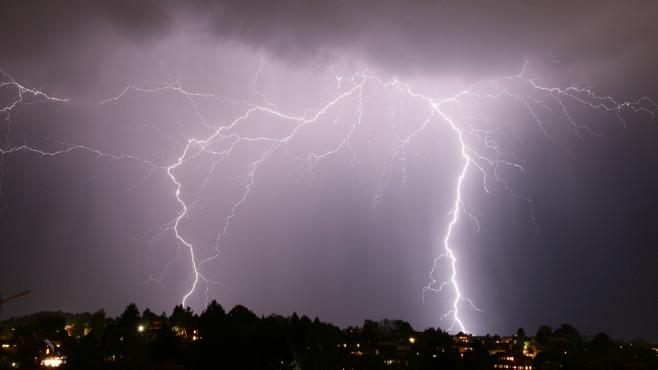 Geräte bei Gewitter am Netz lassen ©soniccc - Fotolia.com