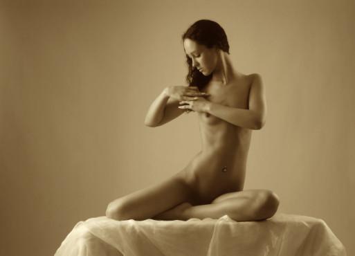 Bild: Sitzender Akt – von: sinnlichefotos ©sinnlichefotos