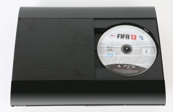 PS3 Slim: Fifa 13 © Sony