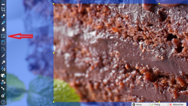 Bereiche besser betonen © Fotolia--Africa Studio-Delicious chocolate cake on plate on table on light background
