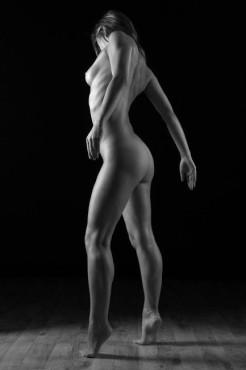 Bild: Körperspannung – von: fine-art ©Bild: Körperspannung – von: fine-art