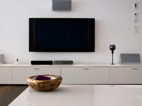 fernseher an der wand. Black Bedroom Furniture Sets. Home Design Ideas