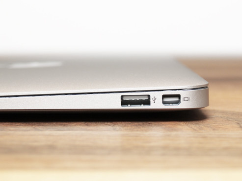 "MacBook Air 11"" Seitenansicht © bee"