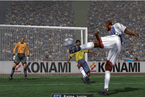 Fußballspiel Pro Evolution Soccer ©Konami