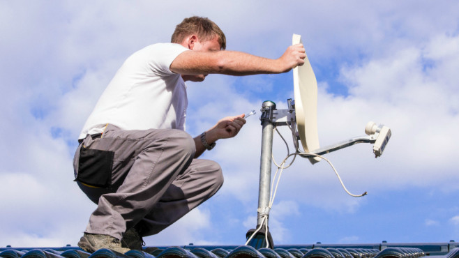 Sat-Antenne feinjustieren ©Alberto Masnovo - Fotolia