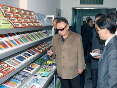 Screenshot Kim Jong-il Looking At Things © COMPUTER BILD