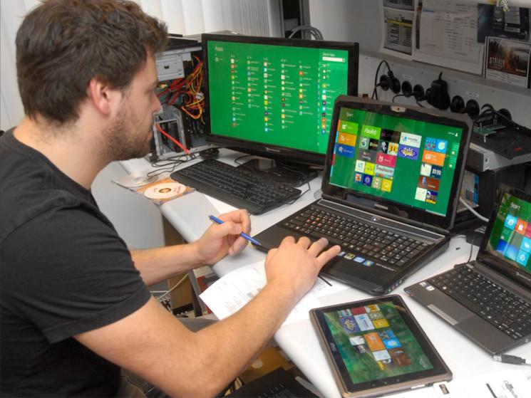 Ein system vier plattformen windows 8 läuft auf pcs note und netbooks