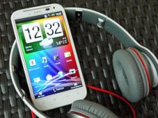 HTC Sensation XL: Musikalisches Smartphone mit Riesen-Display Ein bassstarker Monster Beats-Kopfhörer befindet sich im Lieferumfang vom HTC Sensation XL. ©HTC Sensation XL