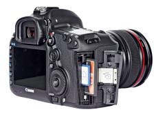 Speicherkartenschacht Canon EOS 5D Mark III ©COMPUTER BILD