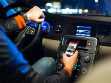 Auto-Pilot: So nutzen Sie Ihr Smartphone im PKW ©lightpoet - Fotolia.com
