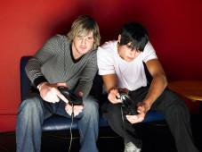 Altersnachweis per E-POSTBRIEF: Kostenlose Spiele ab 18 Jahren! Vollja?hrige Gamer ko?nnen sich freuen: Mit dem E-POSTBRIEF wird es leichter, Online Spiele ab 18 zu bekommen ©Deutsche Post AG
