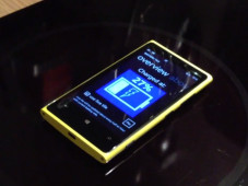 Nokia Lumia 920 will sich an Induktionsherd aufladen © Screenshot / Video John G. Pedersen