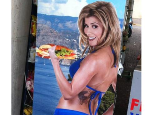 Frau mit Sandwich