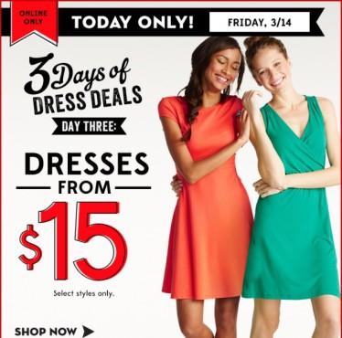 Frauen in bunten Kleidern