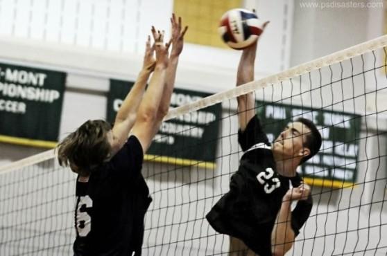 Volleyballer mit drei Händen ©psdisasters.com