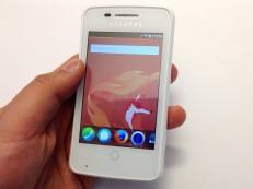 Smartphone Alcatel One Touch mit Firefox OS ©COMPUTER BILD