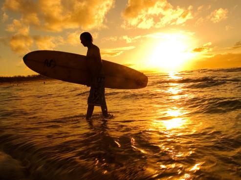 Surfer Sonnenuntergang ©Ben Heys - Fotolia.com