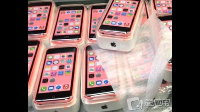Fragliche Bilder des Billig-Smartphones von Apple ©Sina Weibo