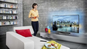 Philips-Fernseher im modernen Wohnzimmer ©Philips