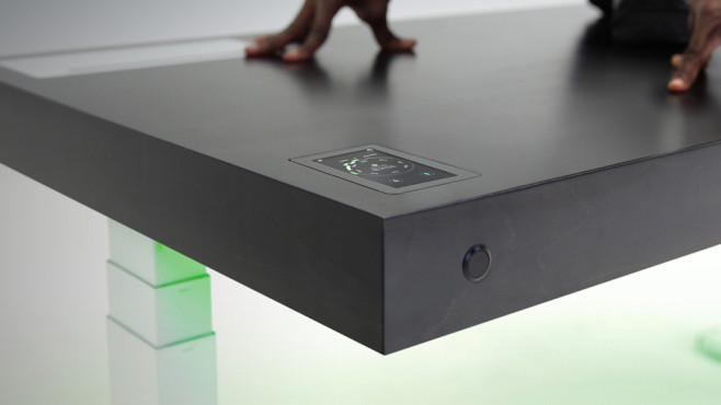 Stir kinetic desk schreibtisch gegen r ckenschmerzen for Schreibtisch gestalten